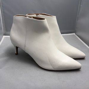 A New Day White Ankle Boots 6.5 FLAWED